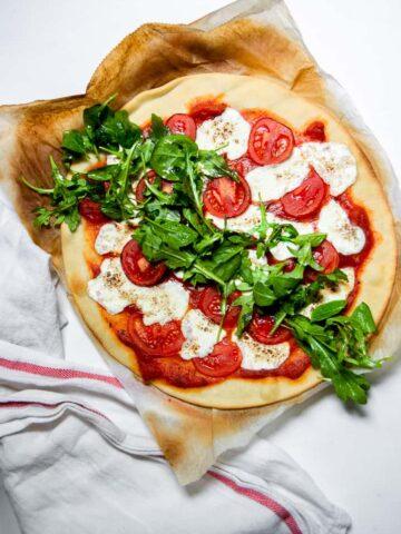 Tomato and Arugula Pizza